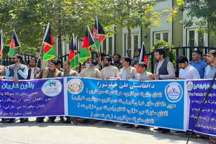On July 18 (Sunday) Afghans protested in front of the Embassy of Pakistan in Kabul against the kidnapping of the daughter of Afghanistan Ambassador to Pakistan
