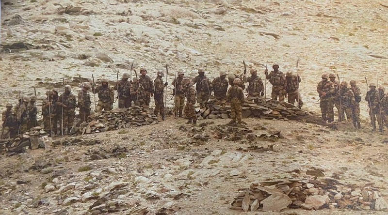 Picture from 2020 showing Chinese soldiers with spears and clubs on the Indian border