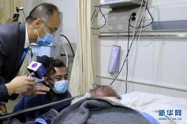 Chinese official visiting the those injured in the blast (Pic: Courtesy Twitter/@@shen_shiwei)