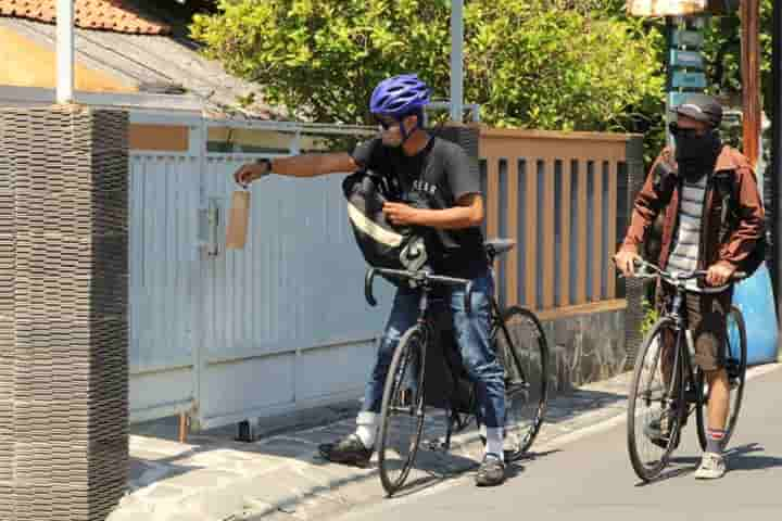 Reaching out to people isolated at home because of Covid by delivering medicines are these cyclists in Indonesia (Pic: Courtesy texasnewstoday.com)