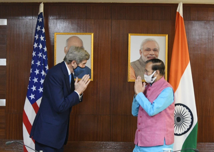 US climate envoy John Kerry with Minister of Environment, Forests and Climate Change Prakash Javadekar (Photo: @ClimateEnvoy/Twitter)