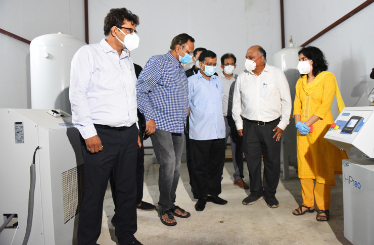 Kejriwal inspects the oxygen plant at a Delhi government hospital (Photo courtesy: @ArvindKejriwal/Twitter)