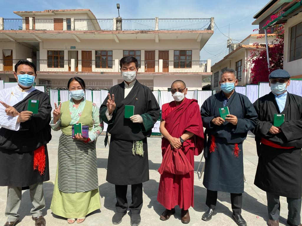 Dr Lobsang Sangay casts his vote in Tibetan elections (Photo: Tenzin Jigme Taydeh/@NetTibet)