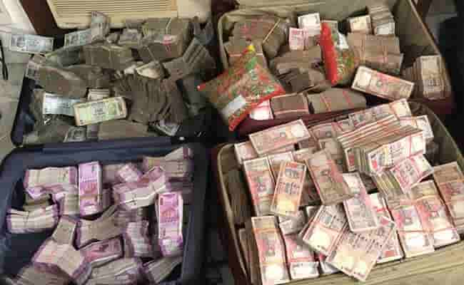 Representational image. The Income Tax Department raided Pan Masala business group and found Rs 400 crore black money and seven kg gold