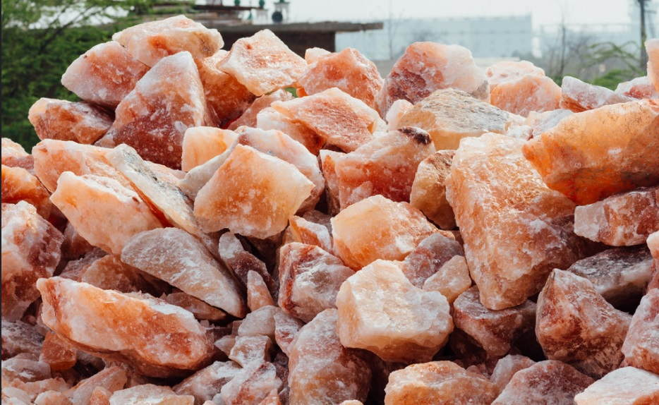 Himalayan salt contains natural iodine, which is very good in assisting the body to create an electrolyte equilibrium, assisting the intestines in absorbing nutrients, and reducing blood pressure