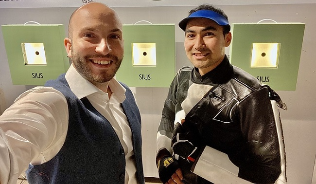 Yovari Mahdi (right) with three-time Olympic gold medallist and Italian shooting legend Niccolo Campriani (Image courtesy: Twitter/@Campriani)
