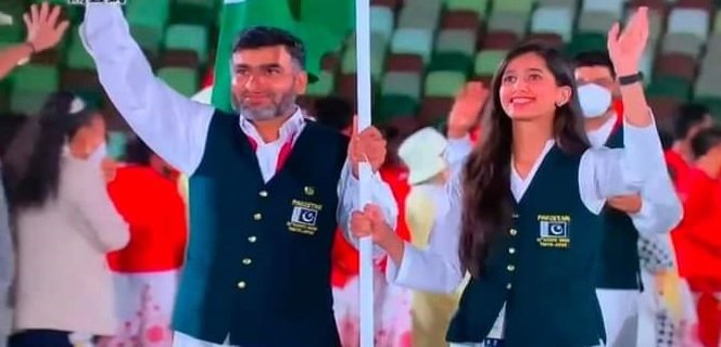 Pakistani flag-bearers marching without wearing masks during the 2020 Tokyo Olympic Games opening ceremony on Friday